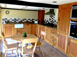 Bespoke solid Oak Kitchen  by James Riggall Fine Joinery, Exeter, Devon